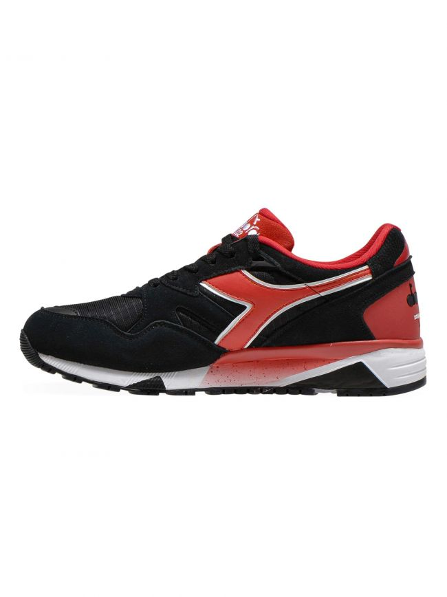 Black & Red N902 S Sneaker